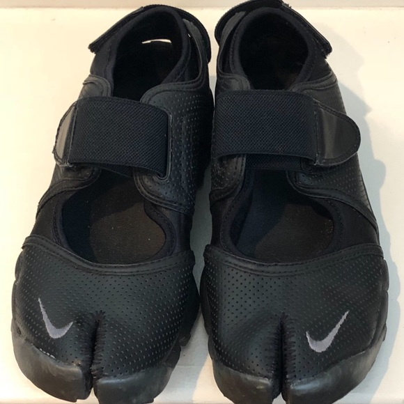 83c1d3e5d5d6c8 Nike Air Rift black leather perforated sneaker 8. M 5af34f0361ca10bcbeeee7e0
